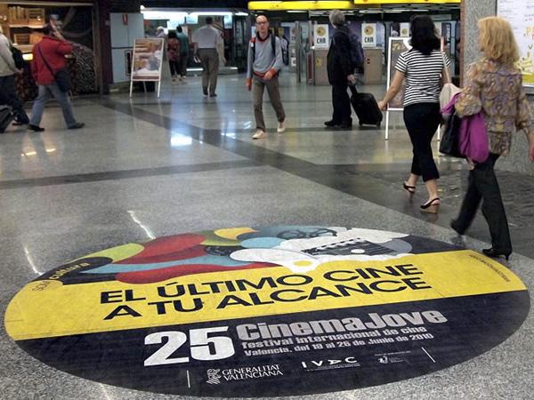Vinilo publicitario en estaciones de metro y tranvía