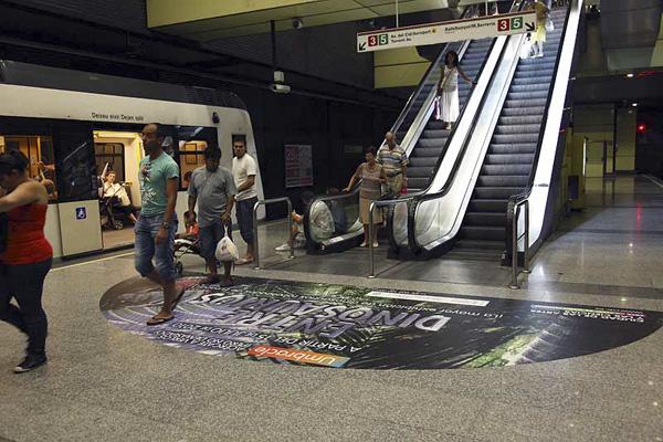 Publicidad en estaciones de metro