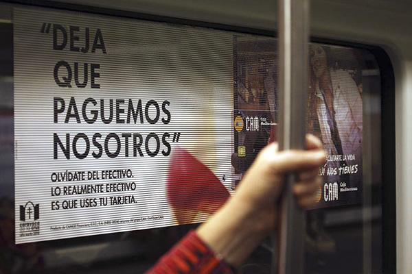 Publicidad en tranvía, ventanas viniladas