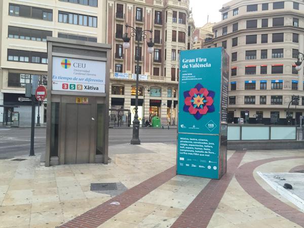 """Totem publicitario """"Gran Fira de València"""" ubicado junto a plaza de toros de Valencia"""