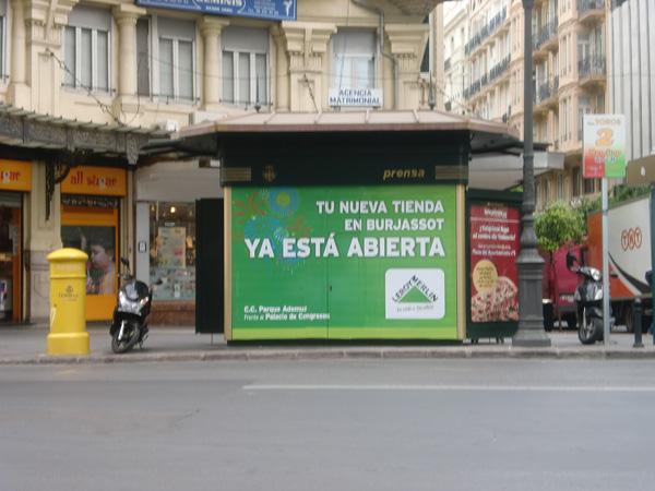 Publicidad Leroy Merlin en Kiosko Valencia