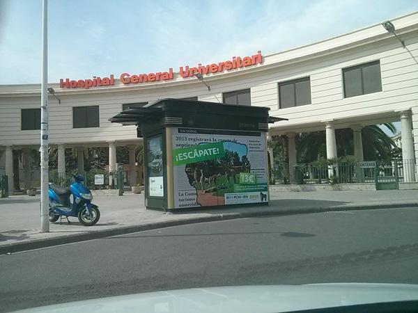 Publicidad Bioparc en kiosko junto al Hospital General Universitari de Valencia