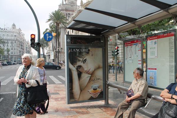 """Publicidad de """"Lancome"""" Mupi Parada Autobús"""