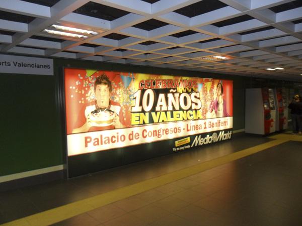 Publicidad de mediamark en estación de beniferri