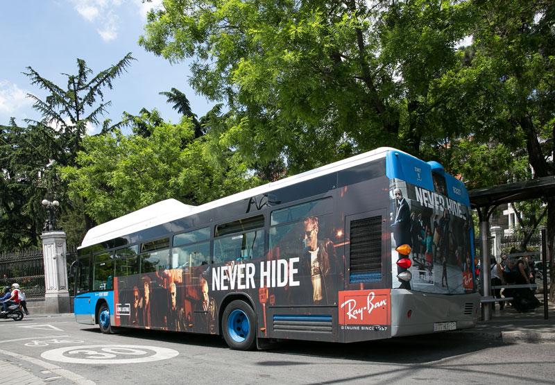 """Publicidad semintegral """"Ray-Ban"""" autobús urbano"""