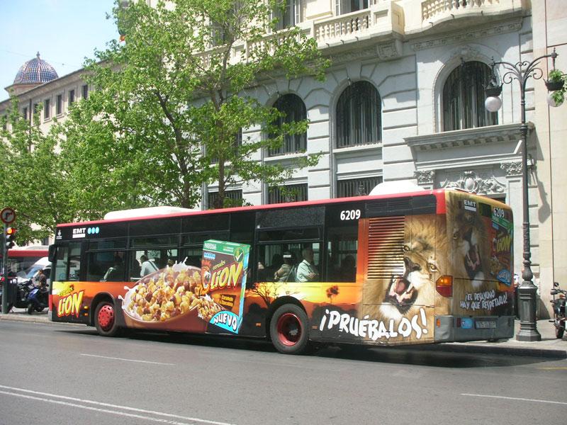 """Publicidad semintegral """"NESTLE"""" autobús urbano"""