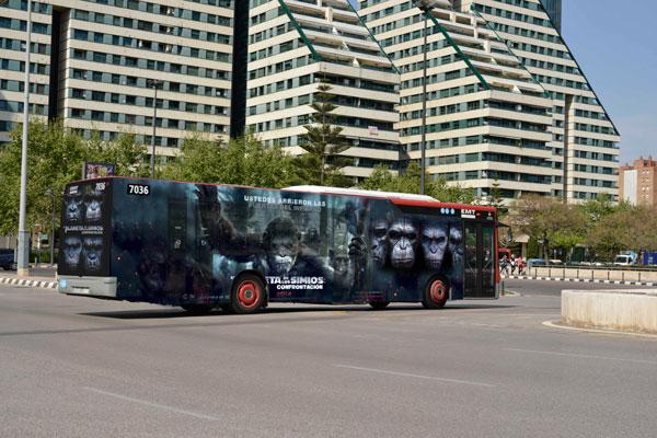 """Publicidad integral """"El Planeta de los Simios"""" autobús urbano"""