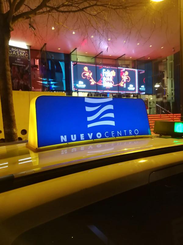 """Publicidad """"Nuevo Centro"""" en taxi"""