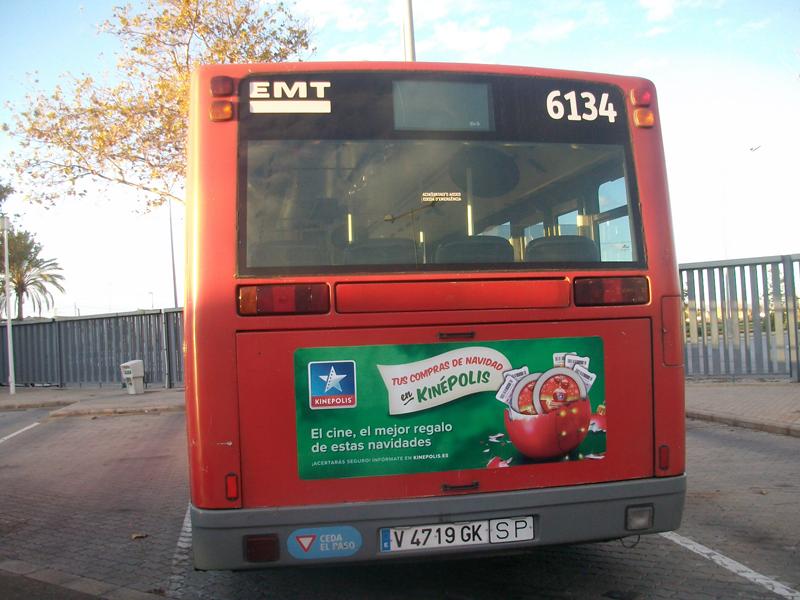 """Publicidad """"Kinépolis"""" en autobús urbano"""