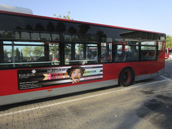 """Publicidad """"Kids&Us"""" trasera + lateral sencillo autobús urbano"""