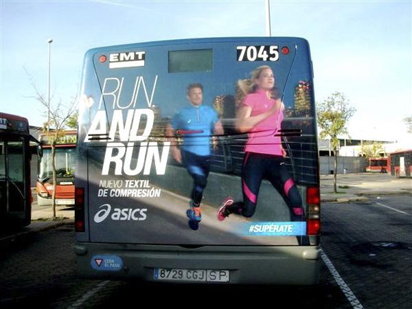 "Publicidad ""asics"" trasera + lateral sencillo autobús urbano"