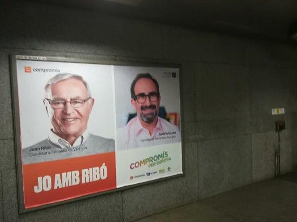 """Fotografía Publicidad """"Compromís"""" Valla Anden Metro"""