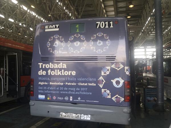 """Publicidad """"Trobada de folklore"""" trasera autobús urbano"""