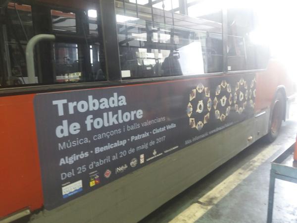 """Publicidad """"Trobada de folklore"""" lateral autobús urbano"""