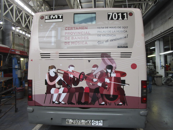 "Publicidad ""València és música"" trasera autobús urbano"