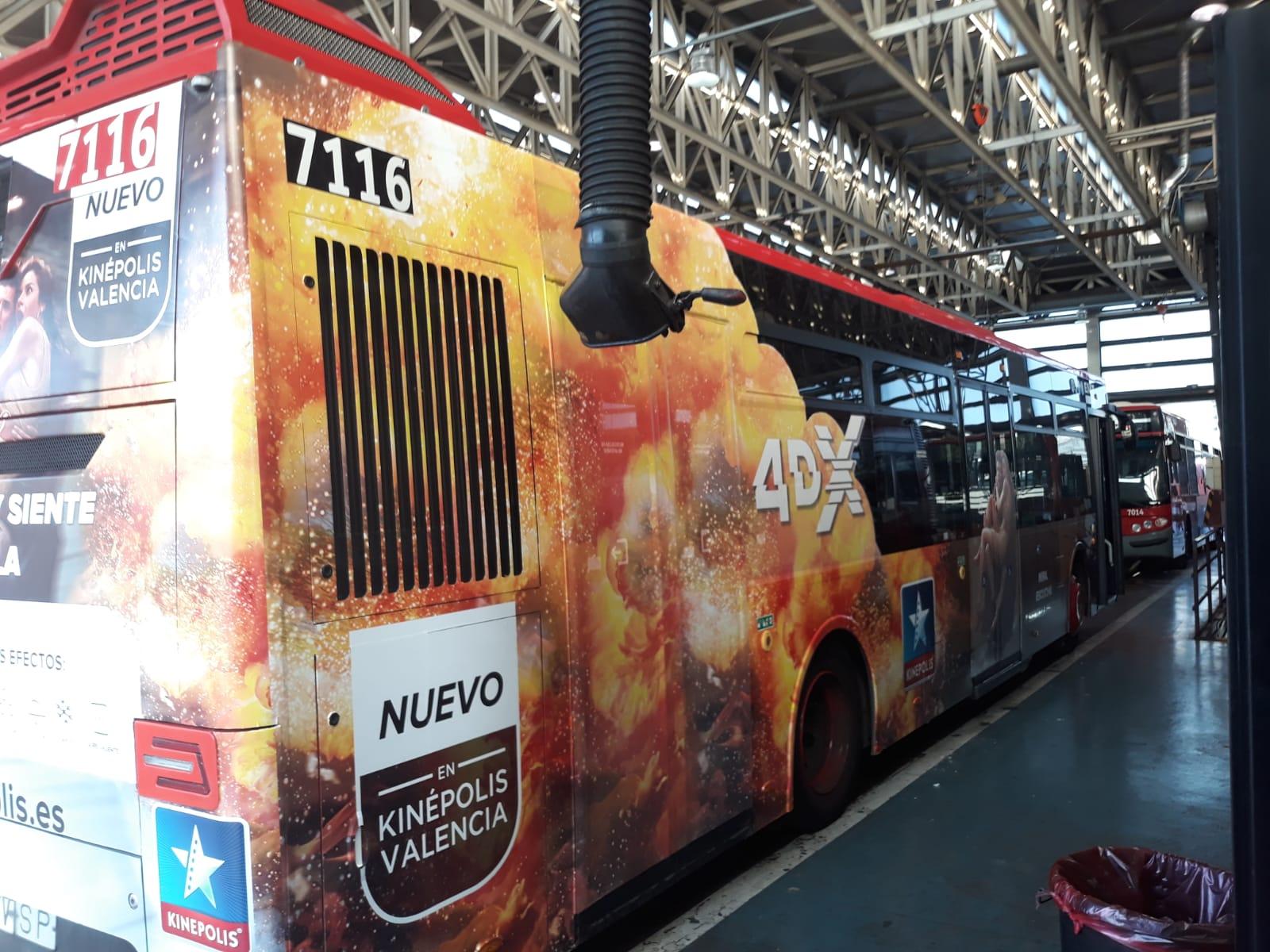 """Fotografía publicidad campaña """"Kinepolis"""" en autobús semiintegral"""