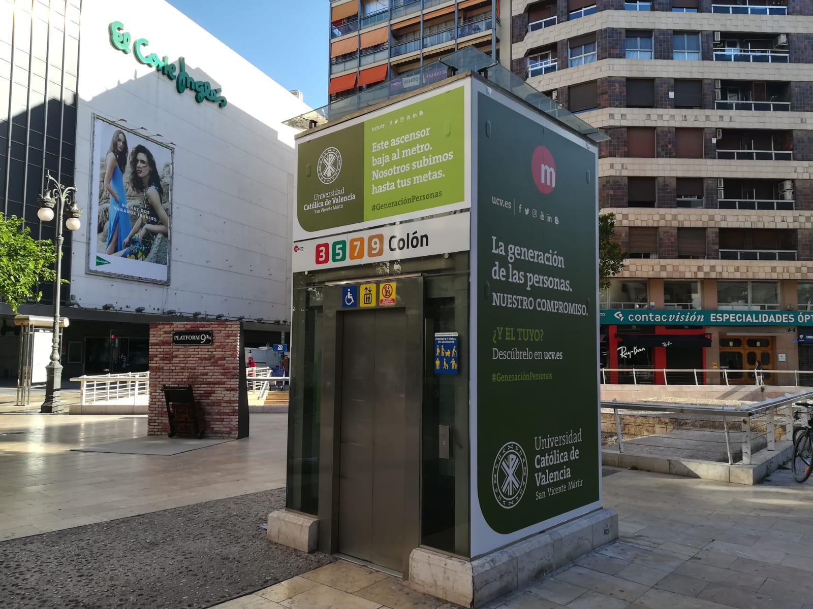 Fotografía publicidad en el ascensor de metrovalencia